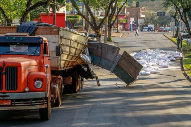 Caminhão_AvParaná (1)